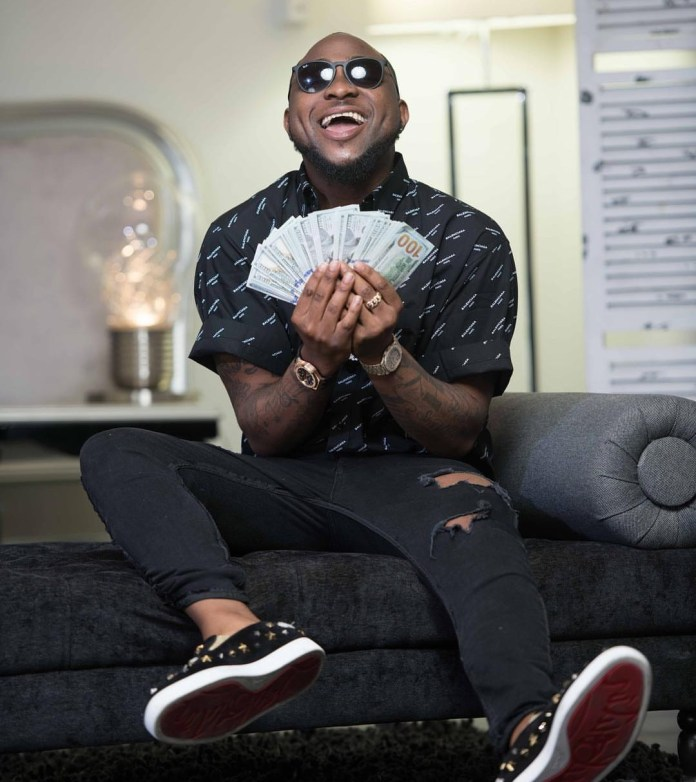 After categorically stating that Drake is no god, Davido rejoices as the rapper grooves to his song FIA!
